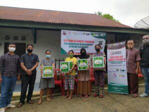 DKM Masjid Almunawaroh Bandara Sulthan Thaha Saifudin Jambi Salurkan 100 Paket Sembako ke Kampung Pemulung Hingga Ojek Pangkalan