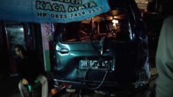 BRAK!!! Minibus Ringsek Ditabrak Truk Batu Bara dari Belakang