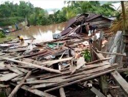 Satu Unit Rumah Warga dan Mushola di Tanjabbar Ambruk Akibat Longsor